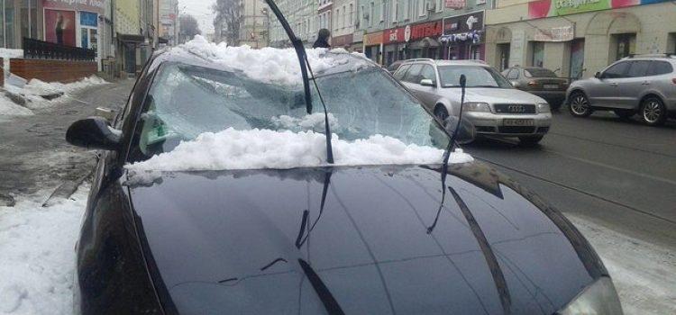 Водительские права: что делать, если авто разбила глыба льда?