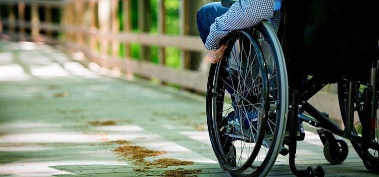 люди на колясках